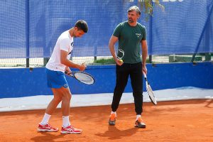 CEO SVET JE PROTIV NOVAKA, HRVATI GA BRANE: Kreteni, Novak je prekrasan i ulazi u anale teniskog sporta!