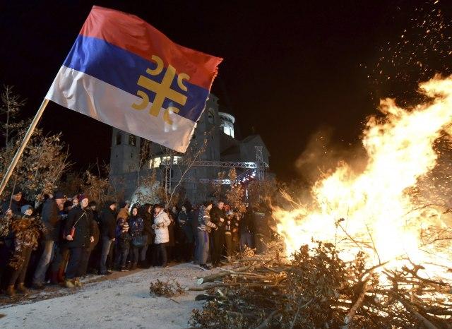 CG: Hiljade vernika na ulicama; Amfilohije: Neka padne Zakon ili Vlada VIDEO/FOTO