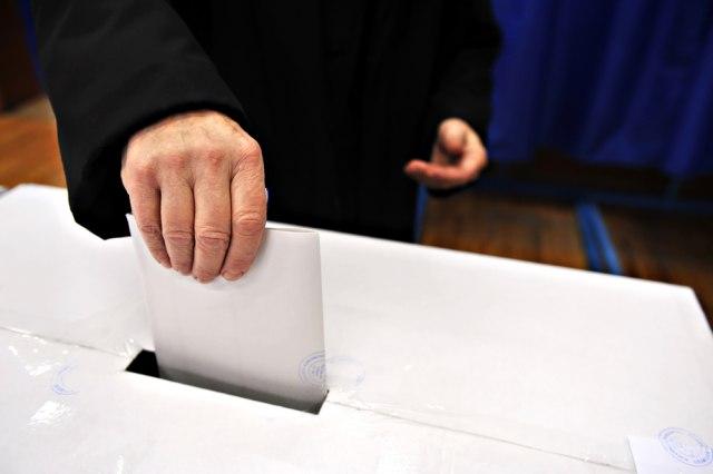 CIK: Brojanje glasova sa 1472 biračka mesta može početi