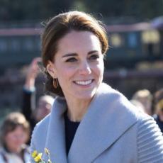 ČISTA DESETKA: Kejt Midlton u prelepoj haljini zablistala na svečanosti u Bekingemskoj palati!