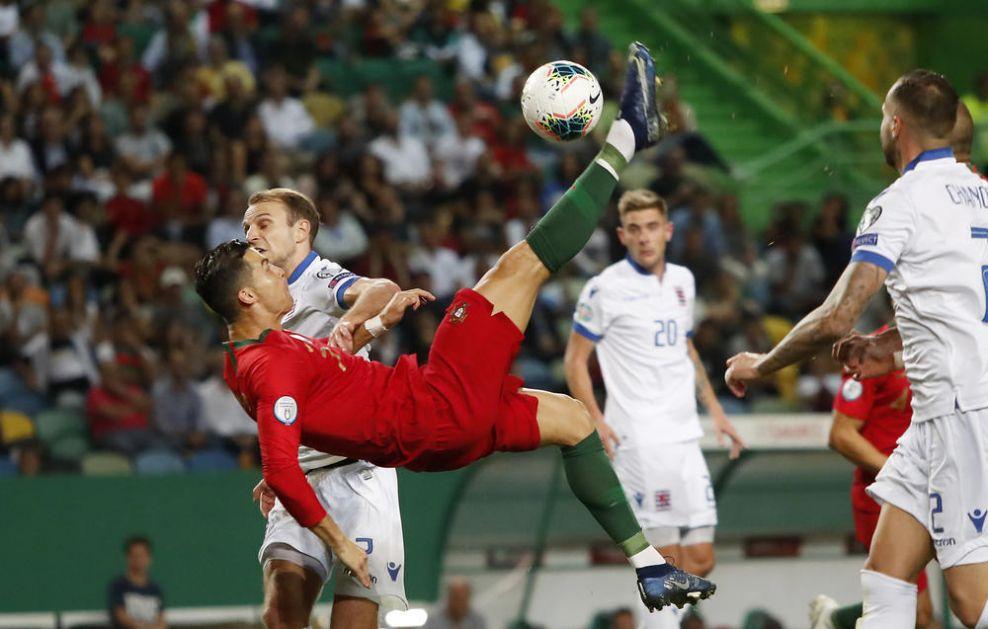 CR7 postaje CR007! Mnogi bi voleli da budu Kristijano Ronaldo, a on bi voleo da bude Džejms Bond! (FOTO)