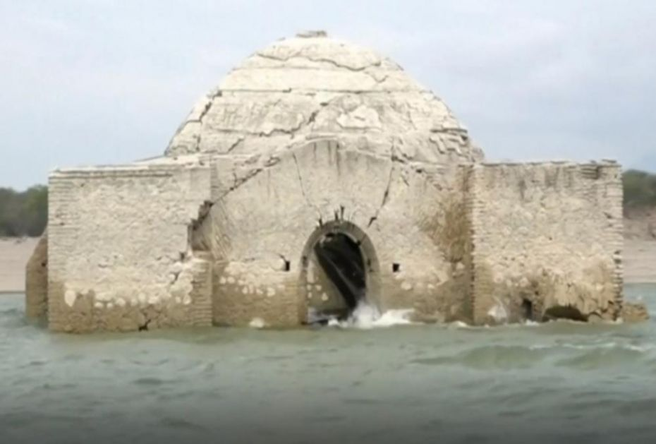 CRKVA STARA 500 GODINA IZRONILA IZ VODE: Potpuno je potopljena pre 6 decenija, a kada se reka povuče, otkrivaju se mnoge tajne (VIDEO)