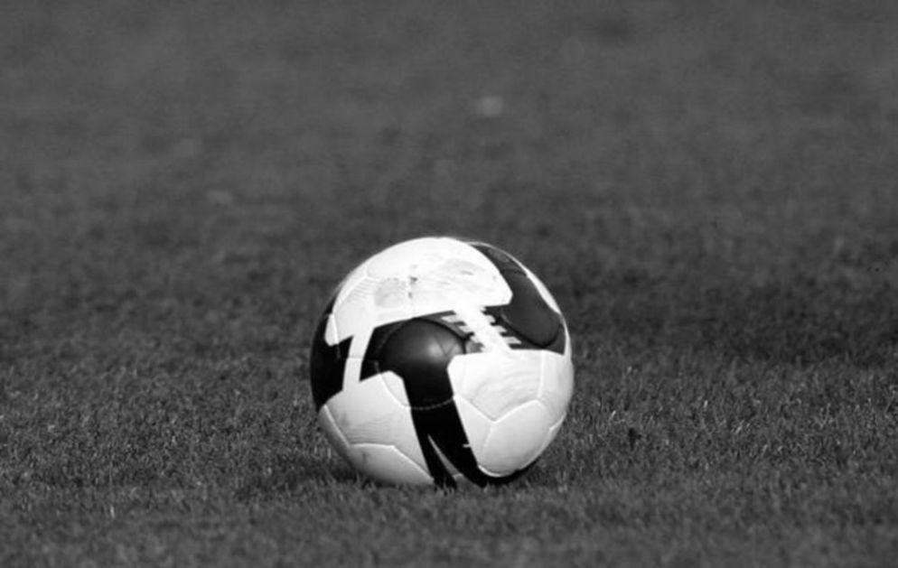 CRNI FLOR U ZNAK POŠTOVANJA: Francuski fudbal odaje poštu ubijenom nastavniku istorije