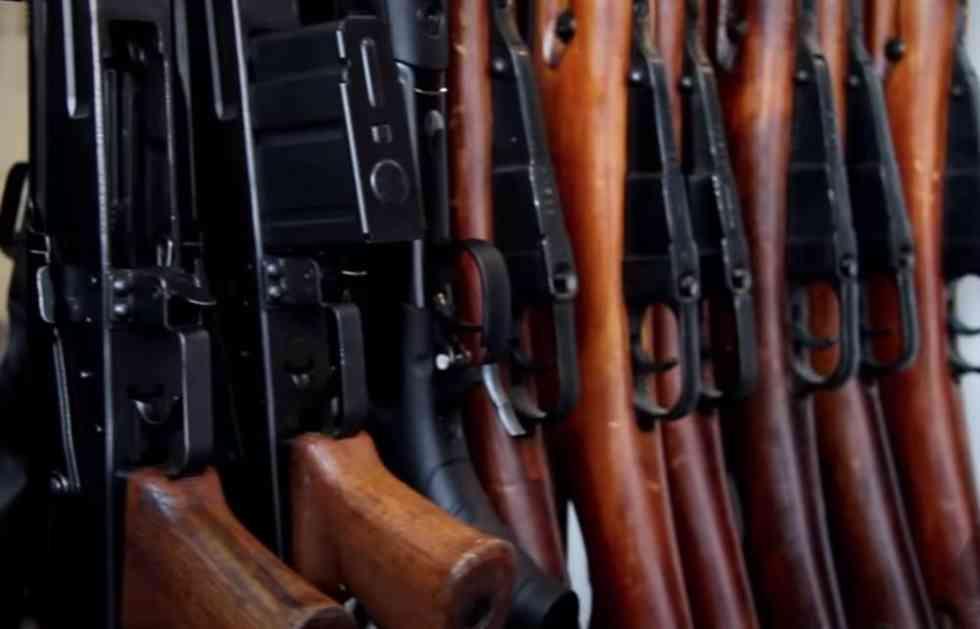 NARUČITE LIKVIDACIJU PREKO OGLASA: Crnogorski kriminalci preko interneta prodaju arsenal oružja, a u ponudi...
