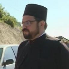 CRNOGORSKA TORTURA SE NASTAVLJA! Nikšićkog sveštenika i njegovog maloletnog sina još uvek ne puštaju u zemlju
