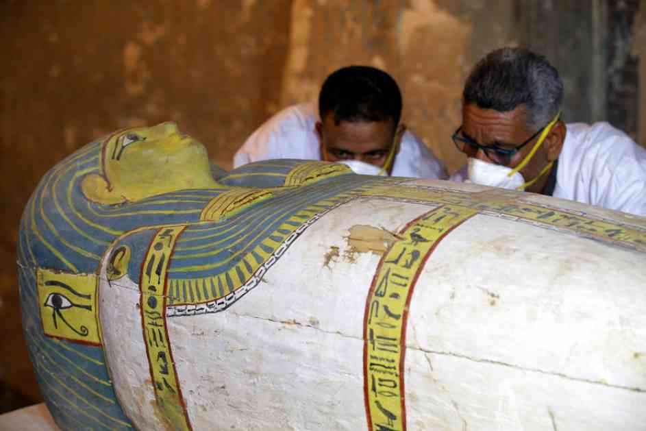 ČUDESNO OTKRIĆE U EGIPTU: U drevnoj grobnici nađene mumije u savršenom stanju, stare su više od 3.500 godina! (FOTO, VIDEO)