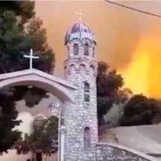 ČUDO NA EVIJI, SRBIN SVE ISPRIČAO, MONASI U MOLITVI ČEKALI VATRU: Ogroman plamen stao ispred manastira! (VIDEO)