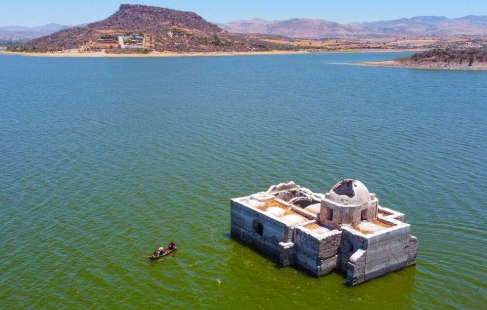 ČUDO U MEKSIKU: Davno potopljena Bogorodična crkva izronila iz jezera FOTO, VIDEO
