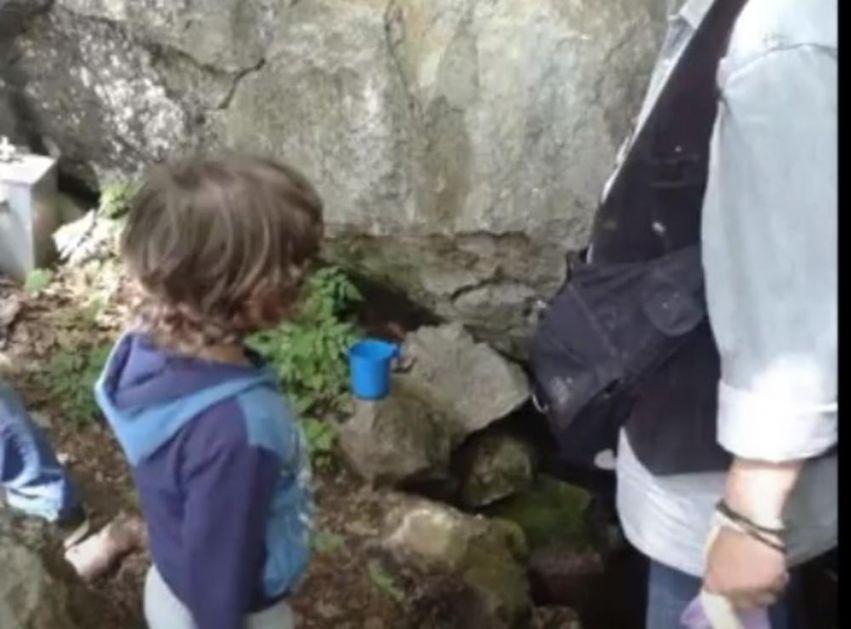 ČUDOTVORNA GOVOR VODA IZLEČILA JE MNOGO DECE: Dečak nije progovarao ni reč dok se nije umio i popio SVETU vodu!