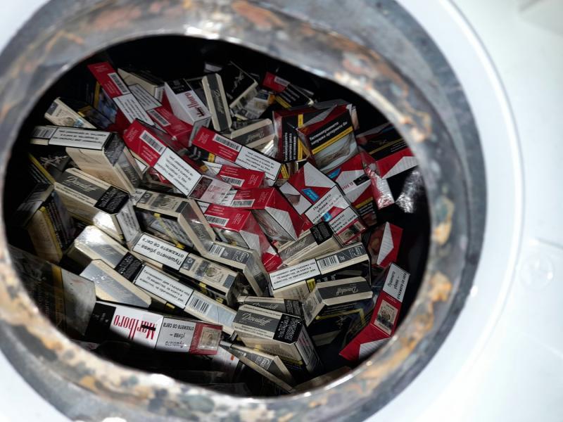 Carinici na Gradini pronašli cigarete sakrivene u bojleru i šupljinama kombija
