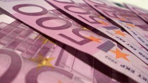 Carinici otkrili 25.000 evra sakrivenih u čarapi