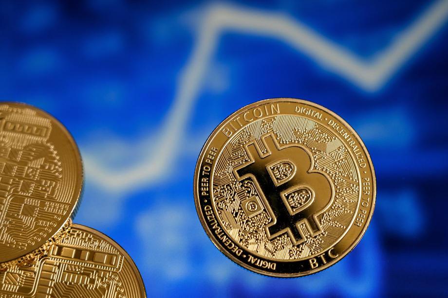 Cena bitkoina dostigla jutros rekordnih 62.575 dolara