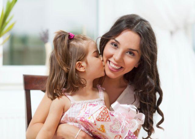 Ćerkama na čije oči veličate sina, jasno poručujete, manje vrediš jer si žensko