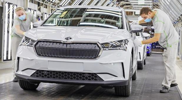 Češka predlaže reviziju evropskog plana smanjenja štetnih emisija iz automobila