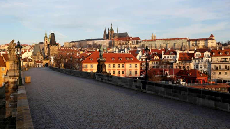 Češka uvodi pametni karantin, praćenjem telefona i kartica