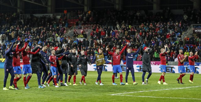 Haos u Češkoj zbog utakmice s Kosovom: Tuče, dronovi, konjica i Kosovo je Srbija FOTO/VIDEO