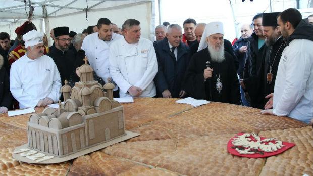 Česnica od 250 kilograma lomljena ispred Hrama Svetog Save