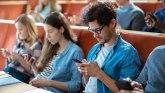 Četiri od 10 zavisno od smartfona; ANKETA: Da li ste među onima koji ne mogu bez telefona?