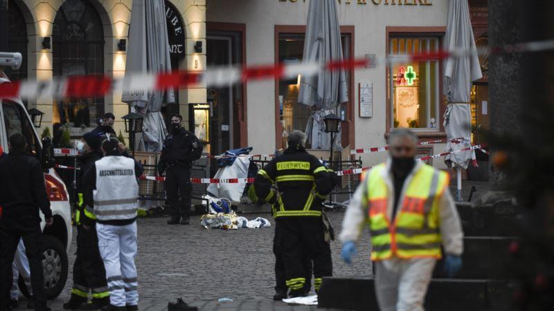 Pet osoba poginulo, 15 ranjenih u udaru automobila u Njemačkoj