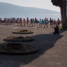 Četrdesetak dece sa KiM prvi put na moru: Konačno sreća i uživanje nakon teške svakodnevice (FOTO)