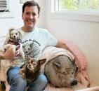 Čovek s velikim srcem: Ostao bez psa, pa udomio životinje koje niko ne želi FOTO