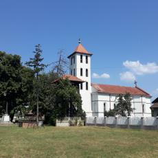Crkva svetog proroka Jeliseja u Donjoj Livadici - Svetinja i spomenik ispred nje čekaju obnovu (FOTO)
