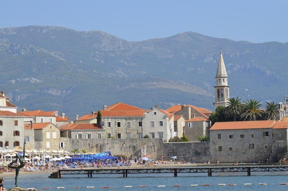 Crna Gora: Turisti oboleli od kovida biće lečeni o trošku države