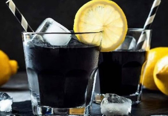 Crna limunada za kojom su svi odlepili! Čini čuda za telo! (RECEPT)