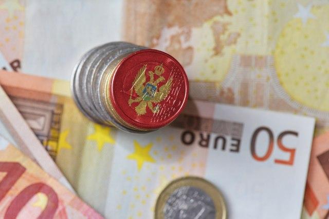 Crnogorci u dugovima do guše, zajmovi premašili visinu BDP-a