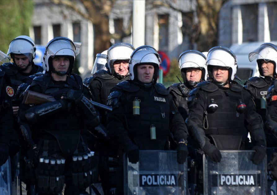 Crnogorska policija zaplenila 239 majica sa srpskom trobojkom
