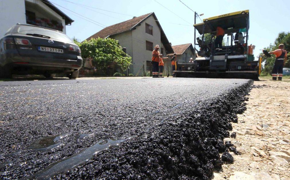 Čurug: Neke ulice, posle više decenija, dočekale asfalt