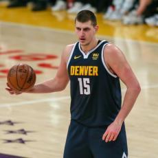 DA LI ĆE I NIKOLA NJEGOVIM STOPAMA? Najzaslužniji čovek za Jokićev dolazak u NBA NAPUSTIO Denver (FOTO)
