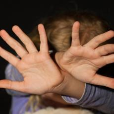 DA LI JE OVO DOVOLJNA KAZNA: U Pančevu osuđen otac koji je obljubio ćerku (17) i podvodio je migrantima za novac