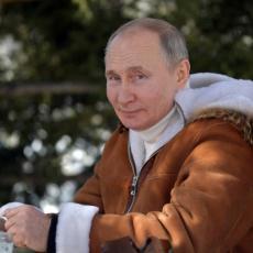 DA LI JE PUTIN PRIMIO DRUGU DOZU VAKCINE: Kremlj otkrio pojedinosti oko vakcinisanja ruskog predsednika