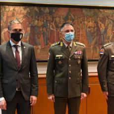 DA NASTAVE DA RADE VREDNO I KVALITETNO Unapređenja za pripadnike Vojske Srbije od strane predsednika Republike