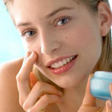 DA TI LICE BLISTA: Evo šta su CERAMIDI i zašto su neophodni tvojoj koži
