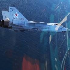 DALJE NEĆEŠ MOĆI! Ruski MiG zaustavio američki špijunski avion na granici, pobegao glavom bez obzira