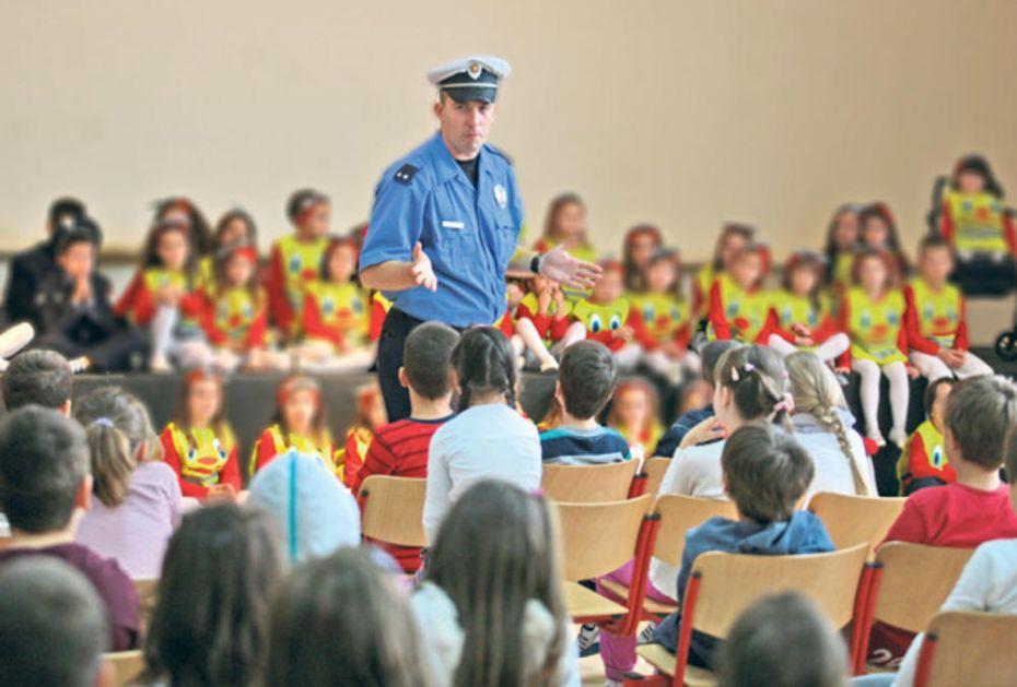 DANAS KONTROLA PEŠAKA I VOZAČA: Policajci će biti oko svake škole
