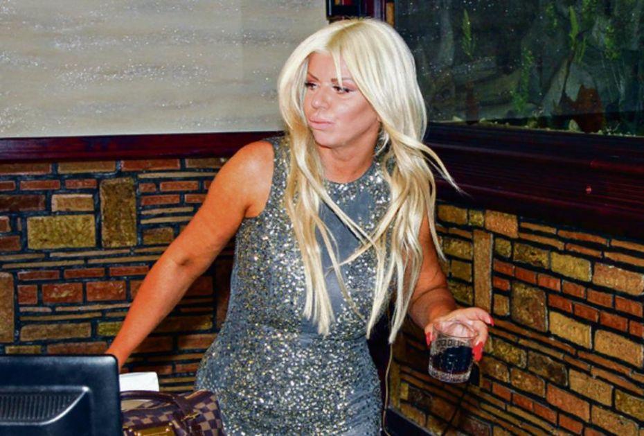 DARA PIJANA KAO LETVA: Ovako je pevačica izgledala dok je lupala o školi