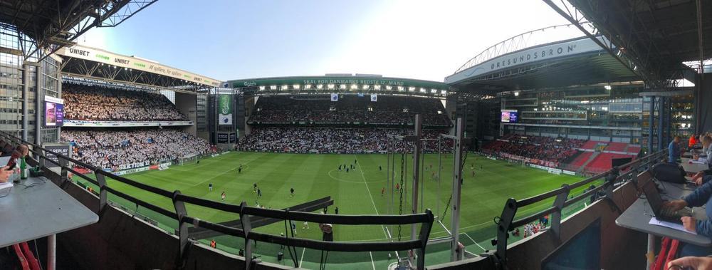 DELIJE PUNE SVOJU TRIBINU, DANCI VEĆ GRME: Pogledajte atmosferu na stadionu Telia parken pred meč Zvezde sa Kopenhagenom (KURIR TV)
