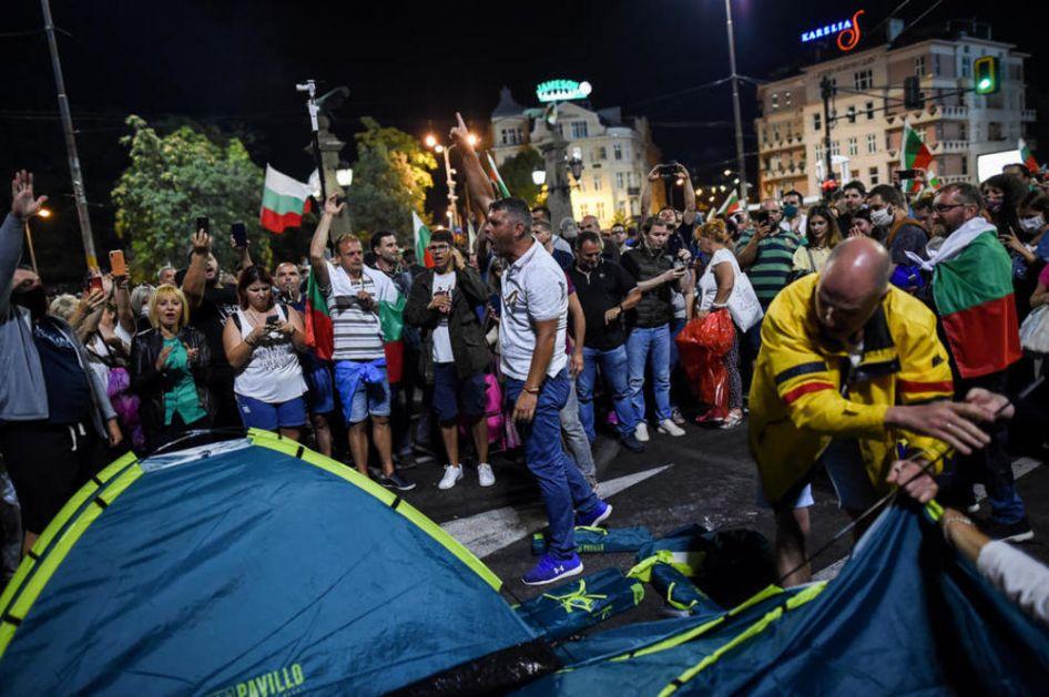 DEMONSTRANTI PONOVO KAMPUJU NA ULICAMA SOFIJE: Šatori na ključnim raskrsnicama, blokiran saobraćaj!
