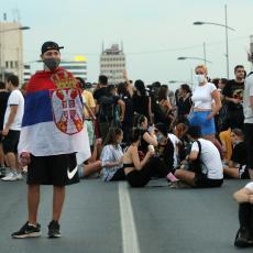 DEMONSTRANTI ŠIRE KORONU OD SEVERA DO JUGA! Novosađani demonstracije privode kraju, Nišlije krenule ka auto-putu