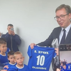 DESETKA ZA VUKANA: Predsednikov sin dobio na poklon dres bujanovačkog fudbalskog kluba