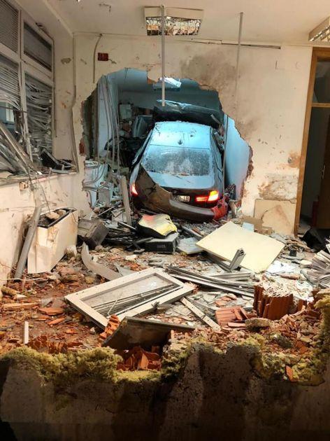 DETALJI NESREĆE U HRVATSKOJ: Mladić iz BMW imao skoro 2 promila alkhola u krvi, vatrogasci ga izvlačili iz smrskanog vozila (FOTO)