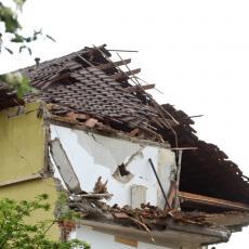 DETE (10) POGINULO U STRAHOVITOJ EKSPLOZIJI U DERVENTI: Detalji stravične tragedije, od udara srušen ceo sprat kuće