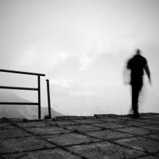 DEVOJČICA OPTUŽILA DIREKTORA ZA POLNO UZNEMIRAVANJE: Izvršio samoubistvo, posle čega je otkrivena strašna istina