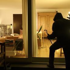 DEVOJKA NAŠLA DRUGOG, BIVŠI HTEO DA SE OSVETI: Usred noći upao u stan i isprebijao pogrešnog čoveka