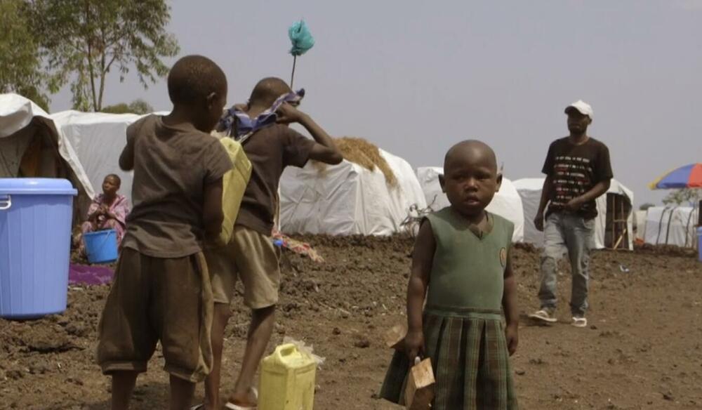 DEVOJKA SA MISIJOM: Sara pomaže porodicama da pronađu decu nestalu posle erupcije vulkana VIDEO