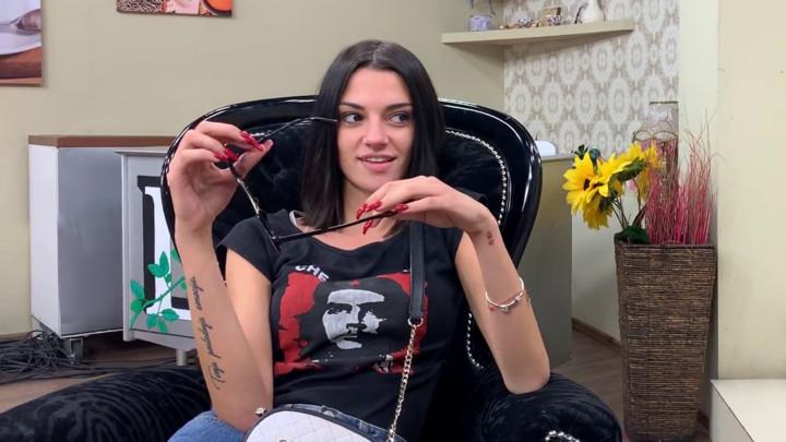 DIGLA RUKE OD TOMOVIĆA? Tara PREĆUTNO PRIZNALA Ivani Šopić koji zadrugar joj se sviđa, ne sme da pokuša nešto sa njim jer je dobar sa njenim NEPRIJATELJIMA! (VIDEO)