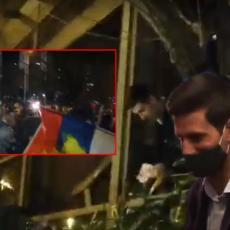 DOČEK DOSTOJAN ŠAMPIONA: Novak u Beogradu! Atmosfera probija nebo - OVACIJE U NARODU (FOTO) (VIDEO)